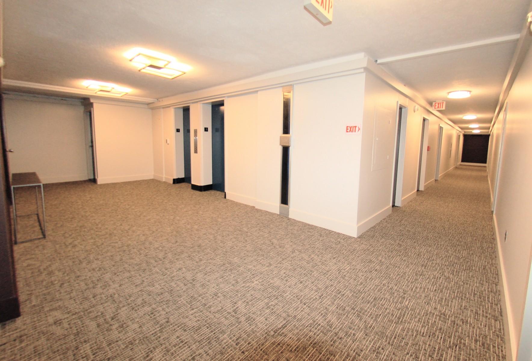 1440NStNW311-10-Hall